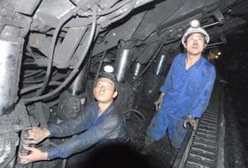 Sử dụng máy khấu than kết hợp giá chống hiện đại để nâng cao năng suất khai thác than ở mỏ Vàng Danh
