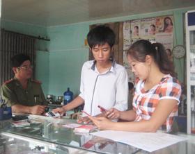 Phòng VH - TT huyện Tân Lạc tiến hành kiểm tra các cơ sở kinh doanh dịch vụ văn hóa trên địa bàn thị trấn Mường Khến.