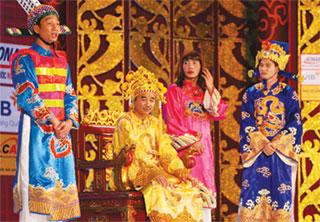 Các nghệ sĩ trên sàn tập chương trình Táo quân xuân Tân Mão của Trung tâm Sản xuất phim truyền hình.