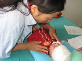 Một bệnh nhân phỏng là trẻ em đang điều trị tại Viện Bỏng Quốc gia