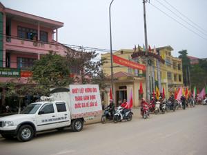 Đoàn viên, thanh niên thành phố Hòa Bình tham gia truyền thông DS/KHHGĐ.