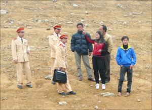 Cảnh sát giao thông đường thủy (Công an tỉnh) duy trì hoạt động kiểm tra bảo đảm an toàn lễ hội đền Bờ (Cao Phong)