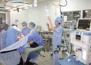 Với sự quan tâm của các cấp, ngành và nỗ lực của đội ngũ CBCC, BVĐK tỉnh là đơn vị điều trị đầu tiên khu vực Tây Bắc được cấp hạng Bệnh viện hạng I.