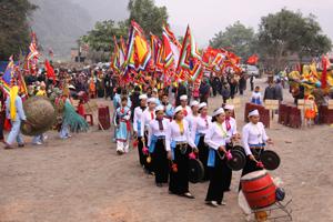 Lễ hội chùa Tiên tổ chức hàng năm thu hút hàng vạn khách tham quan. Ảnh: M.T