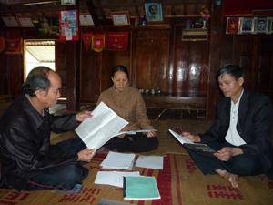 Chữ viết của người Thái đã được nhiều người dân ở thị trấn Mai Châu đọc thông, viết thạo, góp phần bảo tồn, phát huy và phát triển văn hóa của dân tộc mình.
