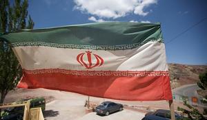 """Tranh chấp giữa Iran và các quốc gia phương Tây đang leo thang sau khi Tehran hôm qua cảnh báo sẽ ngừng bán dầu cho """"một số nước""""."""