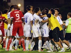 Trận đấu giữa Sài Gòn FC và Thanh Hóa đã diễn ra đầy bạo lực. Ảnh: Internet