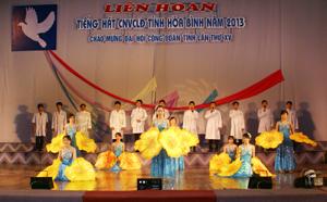 Tiết mục của công đoàn ngành y tế biểu diễn giành giải A tại liên hoan tiếng hát CNVCLĐ tỉnh năm 2013.