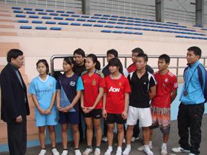 Đồng chí Bùi Ngọc Lâm, TUV, Giám đốc Sở VH - TT&DL, Trưởng BCĐ đại hội trao đổi, chia sẻ và giao nhiệm vụ cho đội tuyển xe đạp tỉnh tại các cuộc đấu toàn quốc năm 2013.