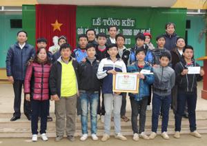 Đội bóng trường THCS thị trấn Chi Nê vô địch các trường THCS mùa giải năm 2013.
