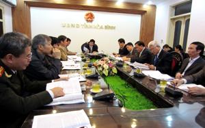 Các đồng chí lãnh đạo sở, ngành của tỉnh tham dự hội nghị trực tuyến.