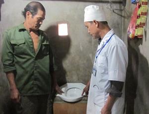 Nhờ tuyên truyền, vận động, hộ dân xóm Nai, xã Thung Nai đã xây được công trình nhà tiêu đạt tiêu chuẩn.