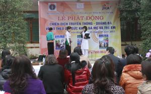 Hoạt động tuyên truyền tại lễ phát động chiến dịch truyền thông - quảng bá về sổ theo dõi sức khỏe bà mẹ - trẻ em.
