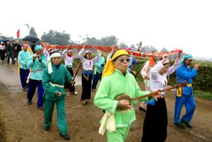 Lễ hội rước Bụt, hang Khụ Dúng, xã Nhân Nghĩa được phục dựng lại trong Tết Nguyên đán Nhâm Thìn 2012.