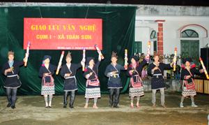 Tiết mục múa mang đậm đà bản sắc dân tộc Dao của xóm Phủ, xã Toàn Sơn (Đà Bắc) tại đêm giao lưu văn nghệ cụm 1.