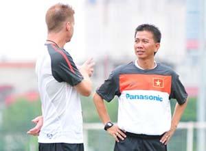 HLV Hoàng Anh Tuấn lại từ chối đội tuyển Việt Nam.