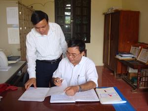 Học tập và làm theo tấm gương đạo đức Hồ Chí Minh, đội ngũ cán bộ, lãnh đạo chủ chốt Huyện uỷ Lạc Sơn luôn nêu cao tinh thần dân chủ, thống nhất trong bàn bạc và triển khai các mục tiêu, nhiệm vụ của Đảng bộ huyện.