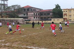 Trận chung kết giữa THCS Sủ Ngòi và THCS Sông Đà kết thúc với tỷ số 2 - 1