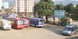 Bến xe khách trung tâm TP Hòa Bình phối hợp với các doanh nghiệp, đơn vị vận tải bố trí đầy đủ xe dự phòng phục vụ nhu cầu đi lại của nhân dân.