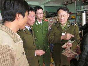 Đội QLTT số 5 Lạc Sơn tăng cường đấu tranh chống buôn lậu, kinh doanh hàng giả, góp phần ổn định thị trường dịp Tết.