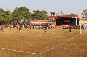 Một trấn đấu giữa đội DTNT THCS Lạc Sơn và DTNT THCS Pà Cò.