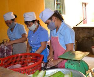 Bếp ăn trường mầm non Unicef (TP Hoà Bình) đảm bảo các điều kiện về  vệ sinh ATTP.