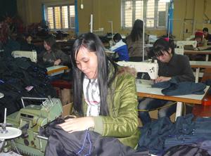 Trung tâm dạy nghề tư thục Long Thành (TPHB) mở lớp dạy nghề may công nghiệp cho học viên tại trung tâm.