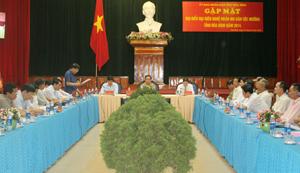 Các đại biểu thảo luận về giá trị của di sản mo Mường tại buổi gặp mặt lãnh đạo tỉnh và đại biểu đại diện nghệ nhân mo dân tộc Mường tỉnh năm 2014.  Ảnh: P.V