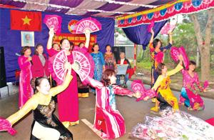 Nhân dân xóm 12, xã Sủ Ngòi (TPHB) thường xuyên tổ chức các buổi giao lưu văn nghệ - thể thao trong các ngày lễ, tết, góp phần nâng cao đời sống tinh thần cho người dân.