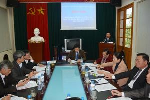 Đồng chí Bùi Văn Tỉnh, UVT.Ư Đảng, Bí thư Tỉnh ủy phát biểu chỉ đạo tại hội nghị.