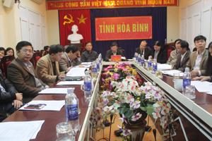Đồng chí Bùi Văn Cửu, Phó Chủ tịch UBND tỉnh chủ trì đầu cầu Hòa Bình.