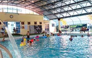 Tắm nước khoáng nóng từ lâu đã tạo nên sức hút mạnh mẽ cho Khu du lịch suối khoáng Kim Bôi.
