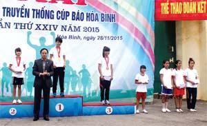 VĐV nữ trẻ Lường Thị Hồng Tân giành được HCV tại giải việt dã  truyền thống Cúp Báo Hòa Bình  lần thứ 24, năm 2015.