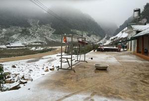 Thung lũng Hang Kia xuất hiện mưa tuyết trong ngày 24/1.