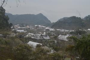 Tính đến thời điểm 10h30' sáng ngày 26/1/2016 trên địa bàn 2 xã Hang Kia, Pà Cò không còn hiện tượng tuyết rơi. Tuy nhiên, toàn bộ 2 xã vẫn còn bị phủ trắng một màu băng tuyết.