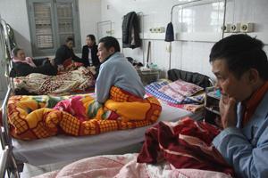 Khoa nội tim mạch lão khoa (Bệnh viện Đa khoa tỉnh) có đông bệnh nhân nhập viện do thời tiết rét đậm, rét hại.