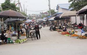 Chợ Nghĩa Phương (TP. Hòa Bình) là chợ đầu mối cung cấp hàng hóa thực phẩm, đáp ứng nhu cầu của người tiêu dùng.