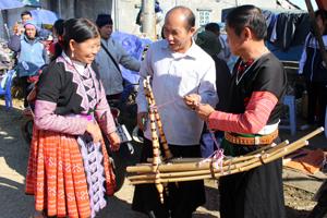 Người Mông 2 xã Hang Kia - Pà Cò (Mai Châu) mong  về chợ Tết để trao đổi, tâm tình, giao lưu văn hóa.
