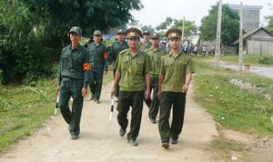 Lực lượng Công an xã Hưng Thi (Lạc Thuỷ) thường xuyên phối hợp với Ban CHQS xã và tổ an ninh tự quản đảm bảo giữ gìn ANTT trên địa bàn.