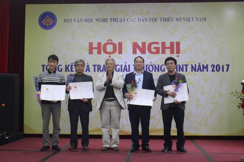 Kết quả hình ảnh cho Trao Giải thưởng VHNT các dân tộc thiểu số Việt Nam