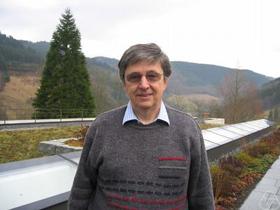 GS.TS. Lovász László.
