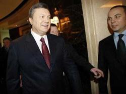 Ông Viktor Yanukovich tươi cười, chuẩn bị tuyên bố chiến thắng trong cuộc bầu cử hôm 7-2.