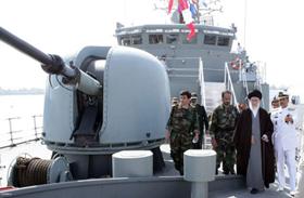 Tàu khu trục có tên lửa dẫn đường do Iran tự chế tạo trong lễ hạ thủy.