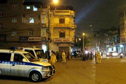 Lực lượng CSGT tiến hành phân luồng đường bảo vệ người dân đón giao thừa an toàn