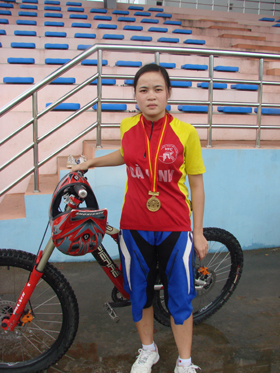 Bùi Thị Quyên - HCV giải vô địch xe đạp toàn quốc 3 năm liên tiếp.