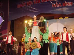 Một tiết mục của Đoàn phục vụ đồng bào  các dân tộc trong tỉnh.