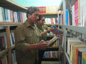 Thư viện trường Chính trị tỉnh đa dạng các loại sách, báo, tạp chí phục vụ học viên.