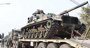 Quân đội Thái Lan điều thêm xe tăng lên khu vực biên giới với Campuchia.
