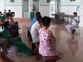 Một buổi sinh hoạt cùng bệnh nhân và thân nhân được tổ chức tại Bệnh viện Phạm Ngọc Thạch
