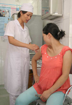Thai phụ nên đi khám thai thường xuyên để phát hiện kịp thời những bất thường của thai kỳ. (Ảnh chỉ mang tính minh họa)